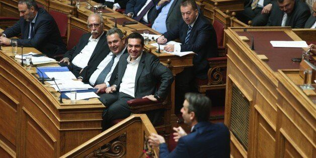 Η Aβάσταχτη Eλαφρότητα του ελληνικού πολιτικού