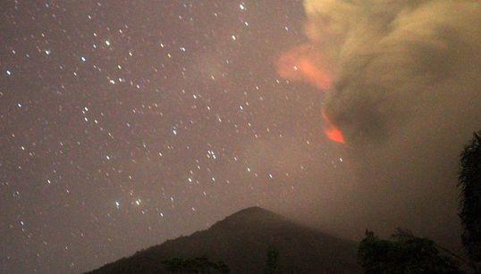 Ακυρώσεις δεκάδων πτήσεων στο Μπαλί λόγω του ηφαιστείου