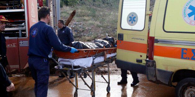 Στους 21 οι νεκροί από τις πλημμύρες: Ανασύρθηκε πτώμα από το αμαξοστάσιο του δήμου