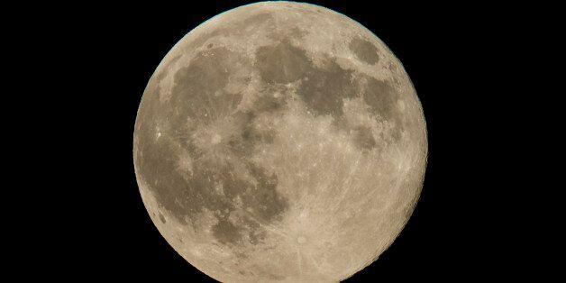 Σούπερ Σελήνη την Κυριακή: Έρχεται η μεγαλύτερη και φωτεινότερη πανσέληνος του