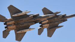 Υεμένη: Βομβαρδισμός του υπουργείου Άμυνας από αεροσκάφη του συνασπισμού υπό τη Σαουδική