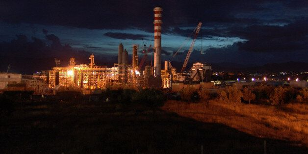An idrogen plant refinery under construction by