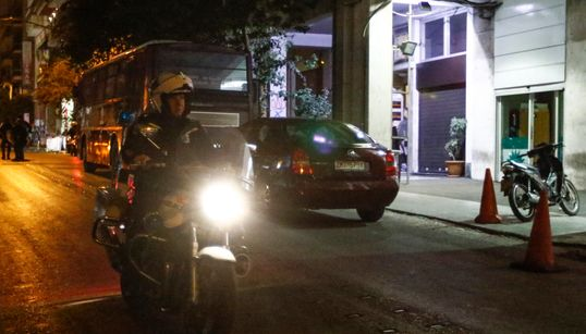 Πυροβολισμοί έξω από τα γραφεία του ΠΑΣΟΚ στη Χαριλάου