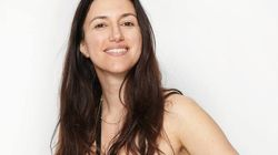 Η Αλεξάνδρα Κούμπα σχεδιάζει για τη σύγχρονη γυναίκα με στοιχεία από τη φύση και τις αρχαίες ελληνικές