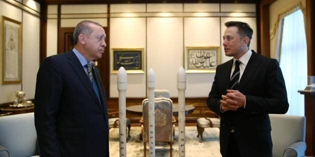 Turkish President Recep Tayyip Erdogan (L) speaks with the founder of US aerospace manufacturer and space...
