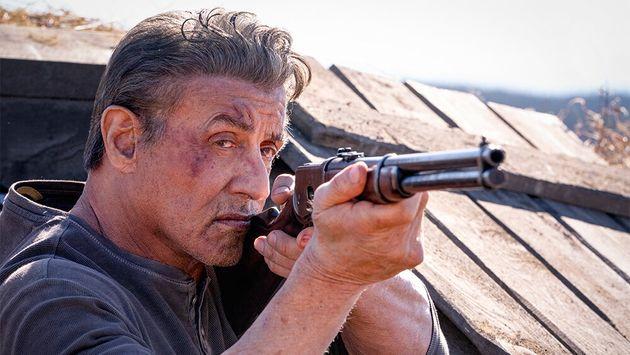 Rambo da vecchio diventa trumpiano. Puoi odiare la violenza, ma tifi