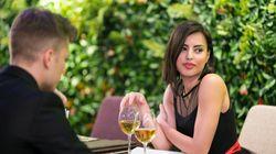 Το πρώτο ραντεβού τους τέλειωσε άδοξα όταν της αποκάλυψε τι ψήφισε στις