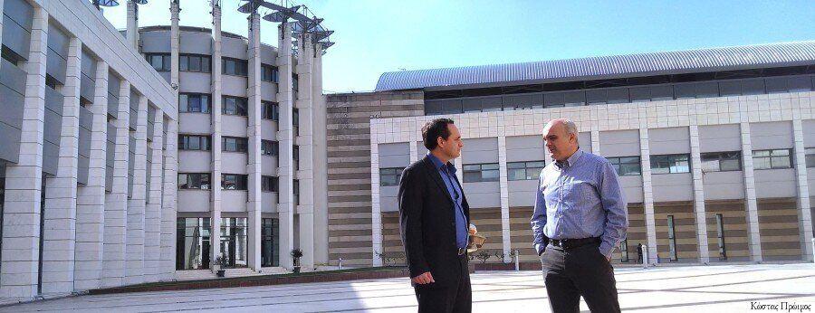 Μία Κουβέντα με τον Δρ. Mανώλη Γεωργούλη, τον Έλληνα που κοιτάζει τον