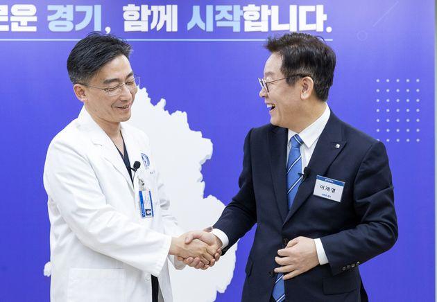 이국종 경기남부권역 외상센터 센터장과 이재명