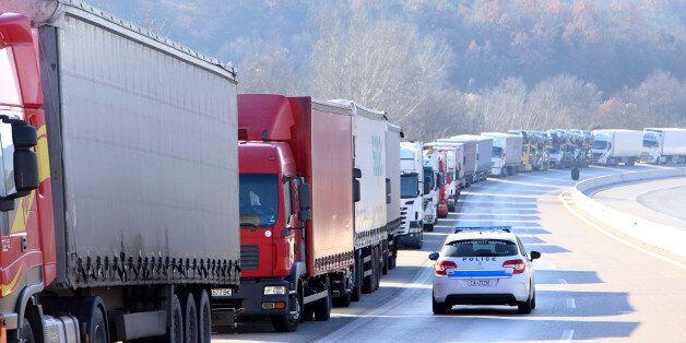 Σχέδιο απαγόρευσης της κυκλοφορίας φορτηγών σε μεγάλο μέρος του εθνικού και επαρχιακού οδικού