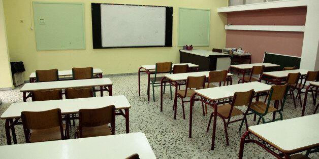 «Πίσω Θρανία»: Μια όμορφη πρωτοβουλία για δωρεάν μαθήματα σε πρόσφυγες στα