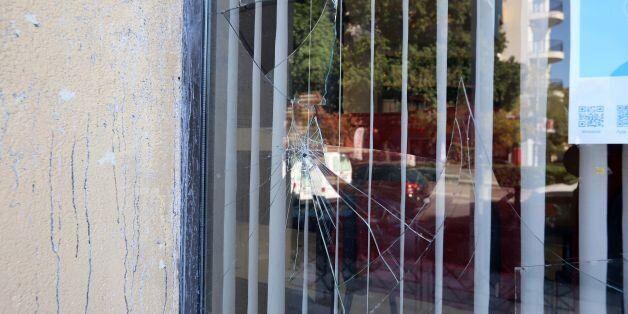 Koυκουλοφόροι επιτέθηκαν στο ιταλικό προξενείο στη