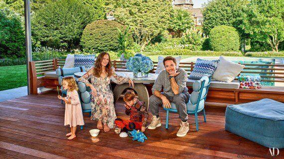 Ο Robert Downey Jr μας ξεναγεί με τον πιο αστείο τρόπο μέσα στο ονειρεμένο εξοχικό του στα