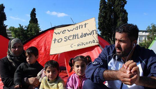 Απεργία πείνας προσφύγων στο Σύνταγμα: «Θέλουμε να ενωθούμε με τις οικογένειες μας στη