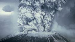 Πύρινη γοητεία: Μαγευτικό βίντεο από έκρηξη ηφαιστείου στην