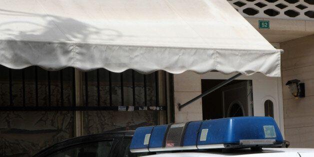 Άγρια δολοφονία 43χρονου μέσα στο διαμέρισμά του στου Ρέντη. Το θύμα έφερε πολλαπλά τραύματα από