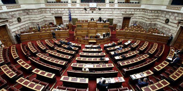 Πυρά στη Βουλή για το ταξίδι Τσίπρα στις ΗΠΑ και τη συμφωνία για τα