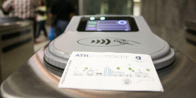 Κυκλοφόρησαν οι ηλεκτρονικές κάρτες σε Μετρό-ΗΣΑΠ. Οδηγίες για τους