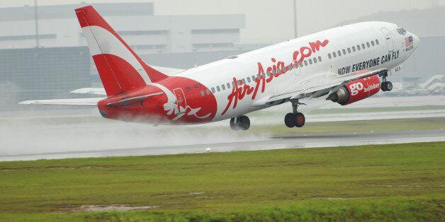 Θρίλερ στον αέρα για επιβάτες της AirAsia. «Βουτιά» 20.000 ποδιών έσπειρε τον