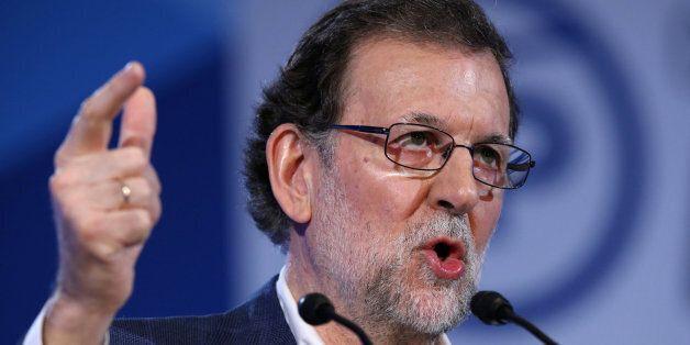 Ισπανία: Ο πρωθυπουργός Ραχόι ζητεί από τον Καταλανό ηγέτη να φερθεί