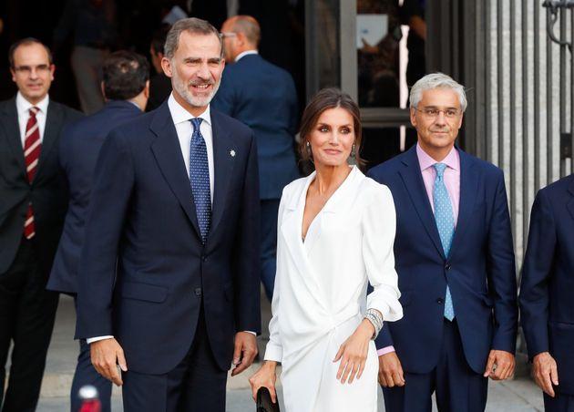 Don Felipe y Doña Letizia, a las puertas del Teatro Real de Madrid el 18 de septiembre de