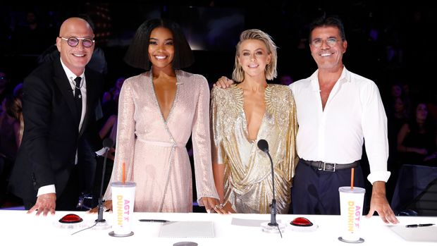"AMERICA'S GOT TALENT -- ""Live Results Finale"" Episode 1423 -- Pictured: (l-r) Howie Mandel, Gabrielle Union, Julianne Hough, Simon Cowell -- (Photo by: Trae Patton/NBC/NBCU Photo Bank via Getty Images)"