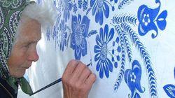 Μια 90χρονη γιαγιά από την Τσεχία, περνά το χρόνο της ζωγραφίζοντας τα σπίτια του χωριού