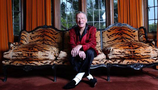 Όταν άνοιγαν τα φώτα στην Playboy Mansion: Η θρυλική έπαυλη του Hugh Hefner μέσα από 20