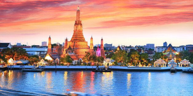 The most spectacular view of watching the iconic Wat Arun during the