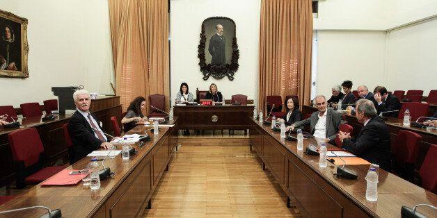 Η σύνταξη της προκήρυξης για τα κανάλια έχει ξεκινήσει, ενημέρωσε το ΕΣΡ τη Βουλή. Τι μπορεί να τη
