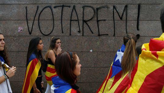 «Κλεφτοπόλεμος» αστυνομίας και αυτονομιστών στην Καταλονία λίγες ώρες πριν το δημοψήφισμα. Μάχη για την κατάληψη των
