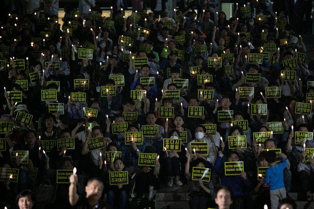 19일 오후 서울대서 열린 조국 장관 사퇴 촉구 집회