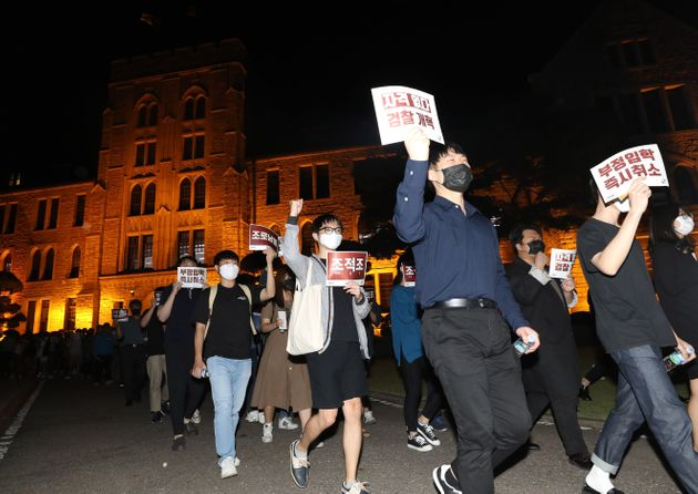 19일 조국 장관 사퇴 촉구하며 행진하는