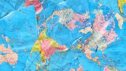 «H Γη είναι επίπεδη» και οπαδός της θεωρίας αποκαλύπτει την «παγκόσμια συνωμοσία» με δύο σκίτσα στην