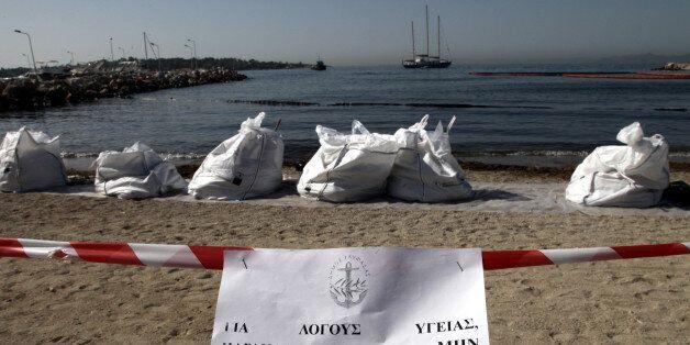 Σαντορινιός: Η διαρροή από το πλοίο έχει περιοριστεί κατά