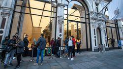 Στο λανσάρισμα του iPhone 8 στο Λονδίνο, οι άνθρωποι στην ουρά ήταν λιγότεροι από τους
