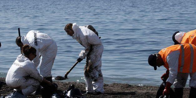 Τα ελληνικά ΑΕΙ στη «μάχη» κατά της πετρελαιοκηλίδας: «Πετρελαιοφάγα» βακτήρια, μπορούν να καθαρίσουν...