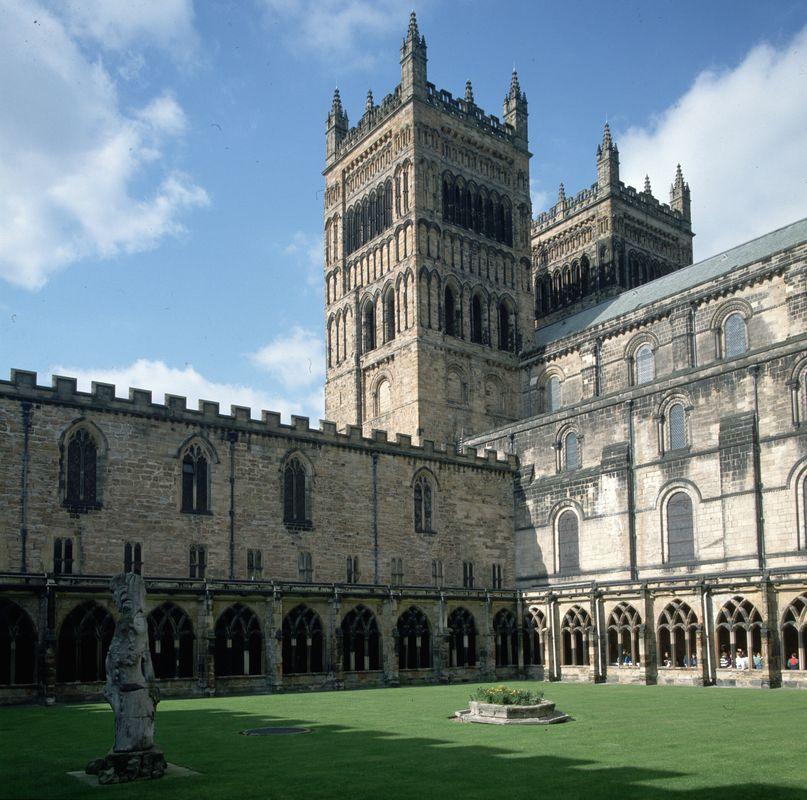 A Catedral de Durham, no nordeste da Inglaterra, foi outro lugar que serviu de local de filmagem das cenas em Hogwarts, nos dois primeiros filmes.