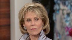 Αυτά παθαίνεις όταν η Jane Fonda θέλει να σου μιλήσει για τη νέα ταινία της και εσύ τη ρωτάς για τις πλαστικές