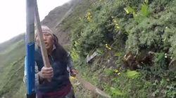 Νεπαλέζα κυνήγησε με πέτρες και ξύλα Βρετανίδα τουρίστρια μετά από διαφωνία για την τιμή του τσαγιού που