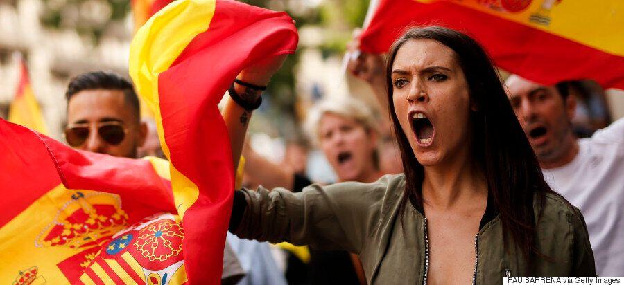 Ισπανικός «εμφύλιος»: Votarem φωνάζουν οι αυτονομιστές, αποφασισμένοι να ψηφίσουν στο απαγορευμένο