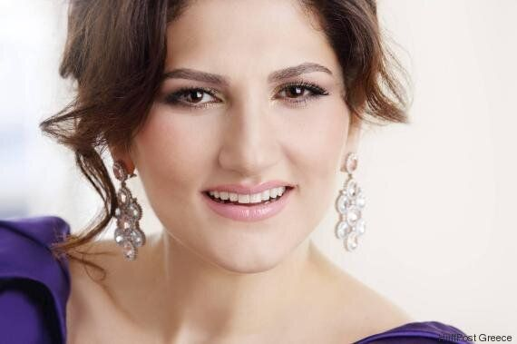 Dinara Alieva: «Εύχομαι στους Έλληνες μια ευτυχισμένη ζωή και ευημερία. Αγαπώ αυτήν την ηλιόλουστη
