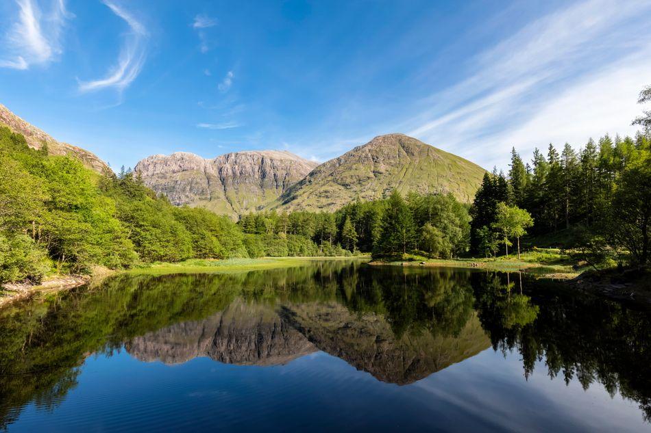 """Outro local nas Highlands usada nas filmagens de """"Harry Potter"""" foi Torren Lochan (lochan é um pequeno lago), em Clachaig Gully, em Glen Coe. A produção construiu uma réplica da casinha de Hagrid para filmar cenas do terceiro filme."""