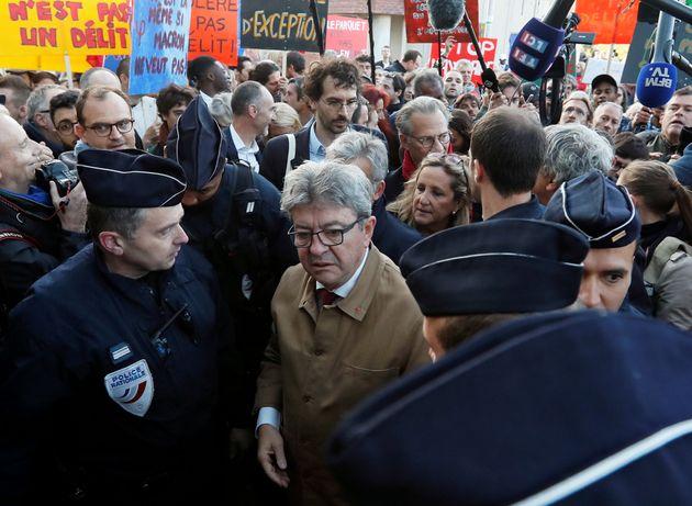 Jean-Luc Mélenchon, le leader de la France insoumise, arrive au tribunal de Bobigny, le 19 septembre