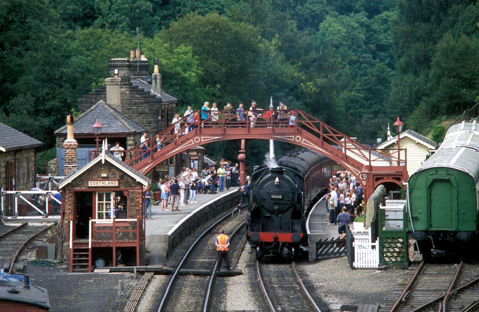 """A estação de trens de Goathland, em North Yorkshire, Inglaterra, fez o papel da parada do Expresso de Hogwarts em Hogsmeade no primeiro filme da série """"Harry Potter""""."""