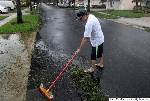 Σε κατάσταση μείζονος φυσικής καταστροφής η Φλόριντα απ'τον τυφώνα Ίρμα. Υποβαθμίσθηκε στην κατηγορία