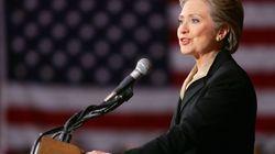 Η Κλίντον επιρρίπτει ευθύνες για την ήττα της στις εκλογές στον Σάντερς και τον πρώην διευθυντή του