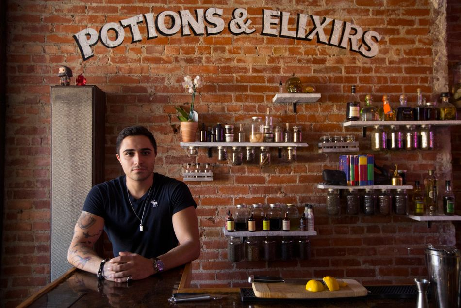 """The Lockhart é um bar de Toronto que evidentemente tirou alguma inspiração do universo de """"Harry Potter"""". Há uma filial em Montreal."""