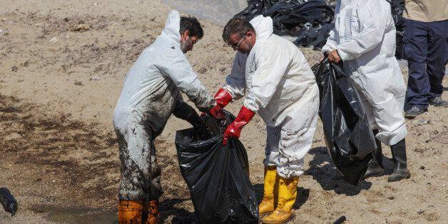 Δικαστικά και κατά παντός υπευθύνου θα κινηθούν οι Δήμαρχοι Πειραιά και Γλυφάδας για τη ρύπανση στον