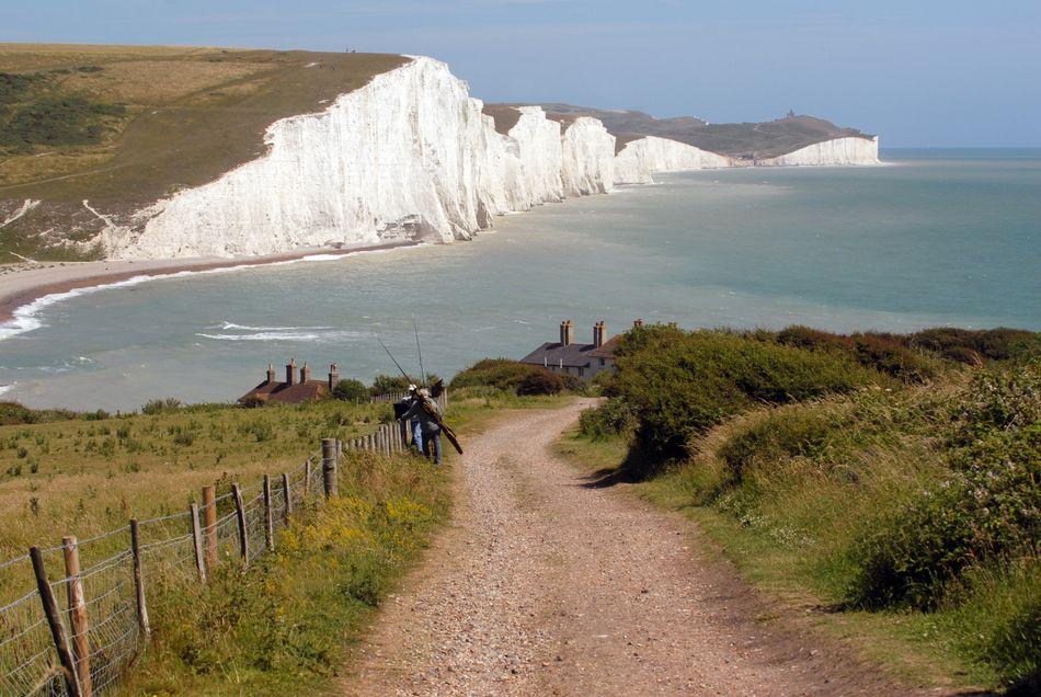 Os penhascos conhecidos como Seven Sisters ficam de frente para o Canal da Mancha, em East Sussex, Inglaterra. Nós os vemos no quarto filme quando Harry e a turma viajam através da Chave do Portal para participar da Copa Mundial de Quadribol.